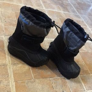 Columbia waterproof snow boots size baby boy 8
